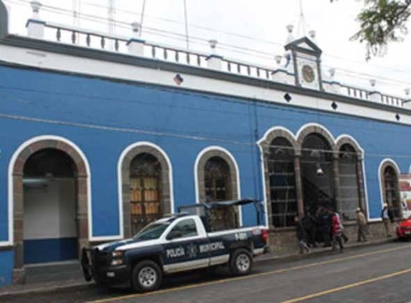 Cae niño de 10 años de segundo y sobrevive en Tlaltelulco