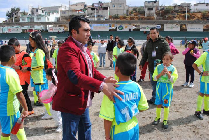 Fomentar el deporte entre niños y jóvenes es mejorar su calidad de vida: alcalde