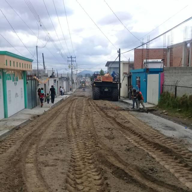 Ayuntamiento mejora la vialidad de la calle Victoria Norte con asfalto