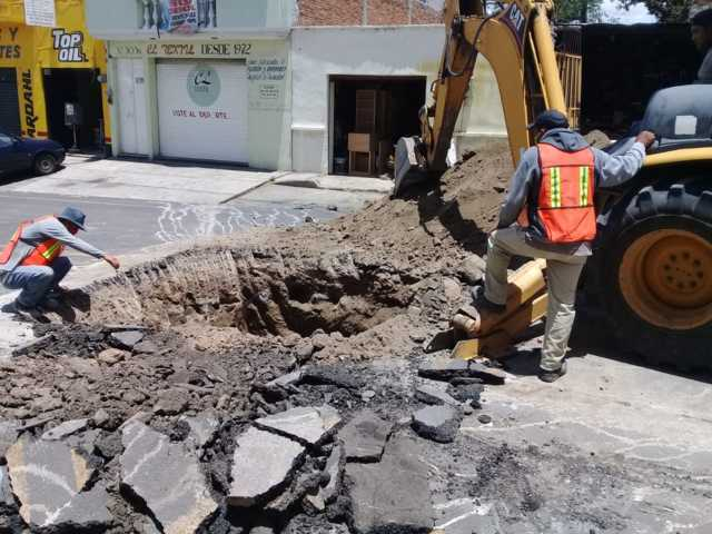 Inicia rehabilitación de drenaje sanitario en calle Abasolo