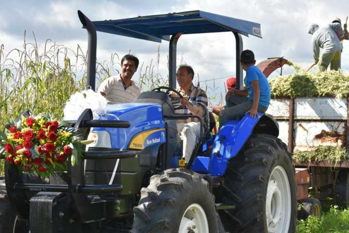 Con este tractor agrícola reforzaremos las actividades de los campesinos: TOA