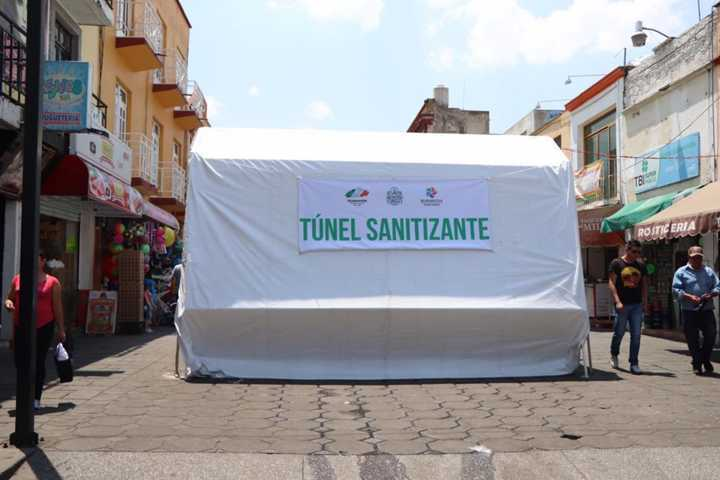 Instala Gobierno de Huamantla túneles sanitizantes para prevenir contagios por Covid-19