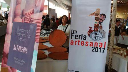 Presente Tzompantepec en la primera feria artesanal