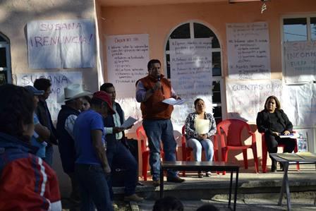 Alcalde de Tzompantepec asiste a asamblea vecinal en Quetzalcoapan