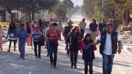 Entregó Castro López obra de pavimentación en Ahuashuatepec