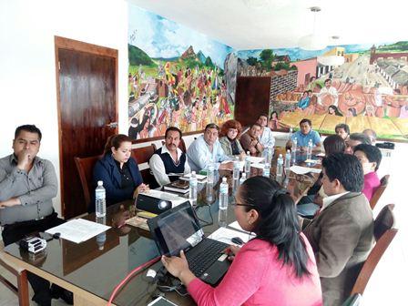Sostienen funcionarios de Tzompantepec mesa de trabajo