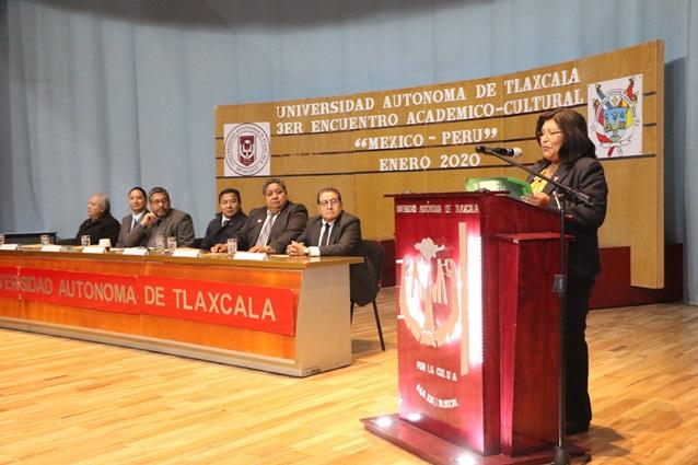 Reafirman vínculos UATx y Universidad Católica de Santa María Perú