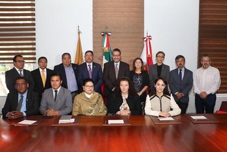 UATx recibe a becarios de la Universidad de León España