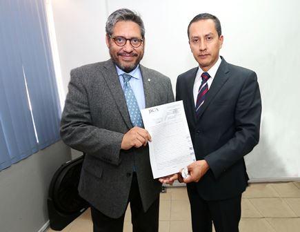 Conjuran huelga en la UATx tras firma de contrato colectivo