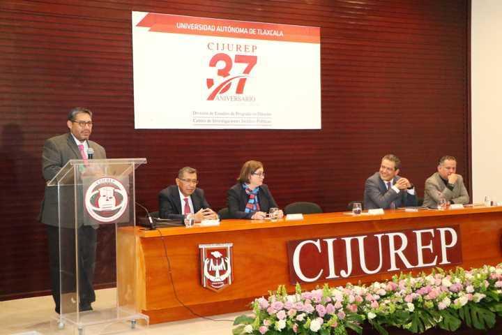 Se presentó en el CIJUREP libro sobre corrupción e ineficacia de las instituciones