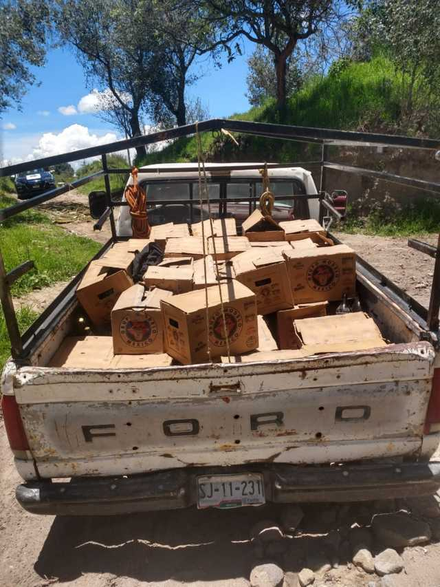 Frustra policía robo a camión y asegura camioneta con cervezas robadas.