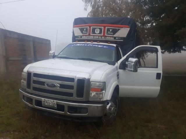 Policía municipal recupera camioneta abandonada con placas de Veracruz