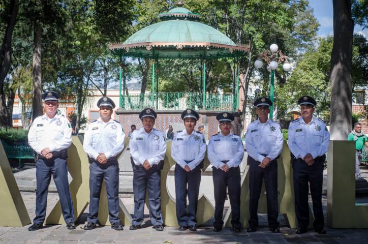 Entregan uniformes a elementos de la policía turística en la capital