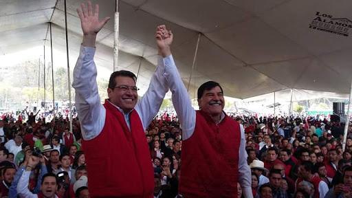 Mientras Mariano levanta mano a Mena se cae el HIT