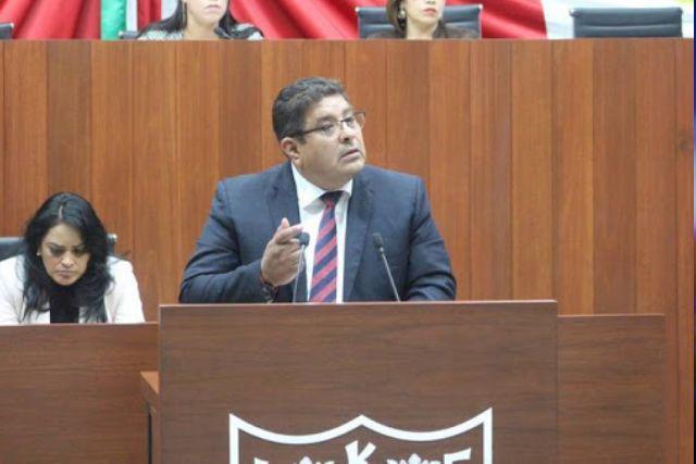 Víctor Castro urge solución a las problemáticas de Zitlaltepec y Huamantla