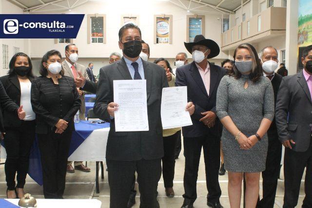 Alcaldes se enlistan para buscar una curul; Francisco Villarreal pide licencia