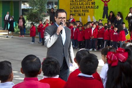 Aconseja Camacho sana convivencia a alumnos de primaria