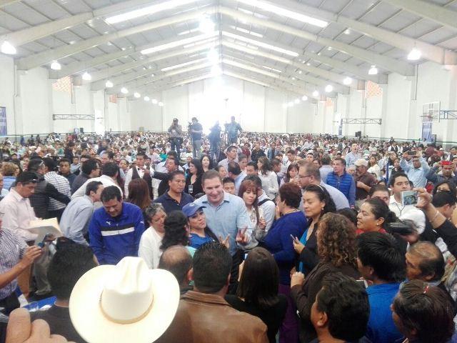 Con acarreados llena Moreno Valle auditorio de Contla