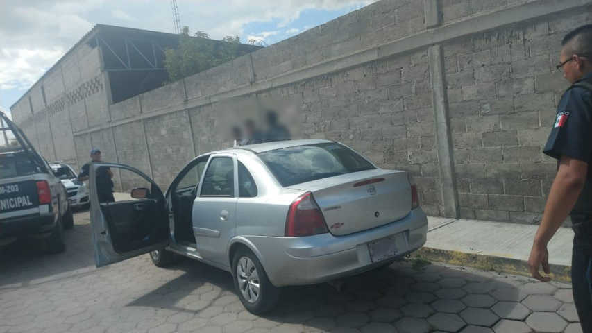 En Persecución policías detienen a presuntos ladrones con auto robado