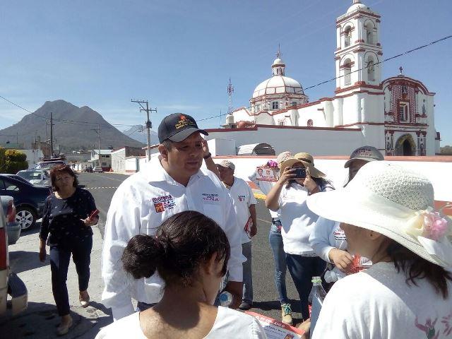 Víctor Castro López recibió en Cuaxomulco muestras de adhesión