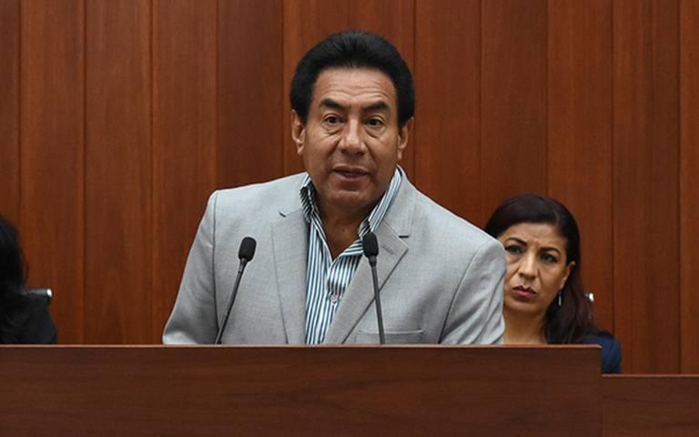 Otra pifia del achichincle Víctor Báez como lider del Congreso local