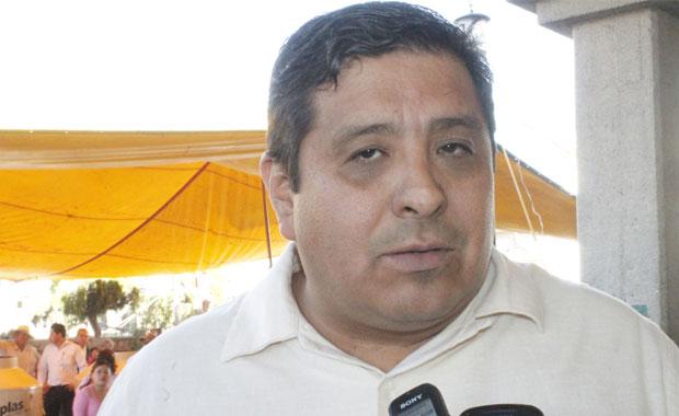 Se pone loco ex alcalde de Tzompantepec y agrede a su sucesor