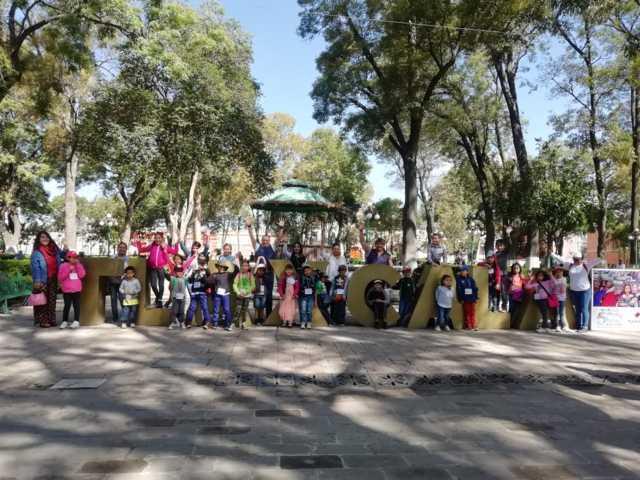 Visitan infantes zonas turísticas en la capital
