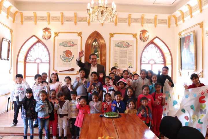 Niños de los Cursos de verano conocieron las instalaciones del palacio municipal