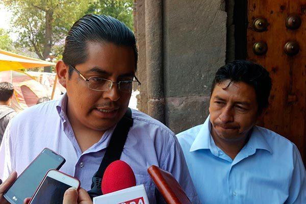 Pactan estrategias líderes de taxistas y gobierno de Marco Mena