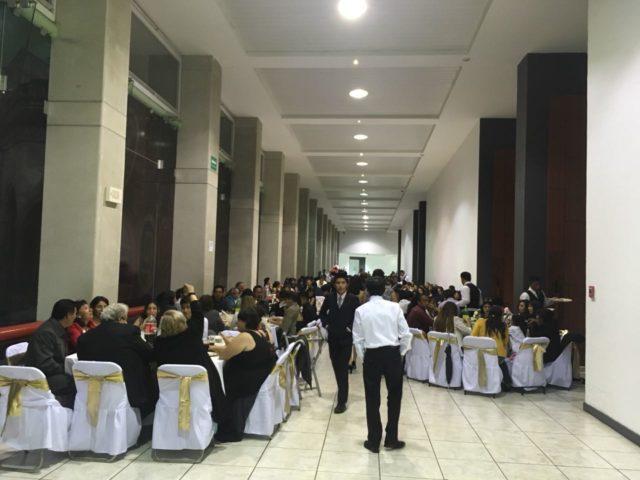 Denuncian 'fraude' en cena de graduación del CBTIS 3