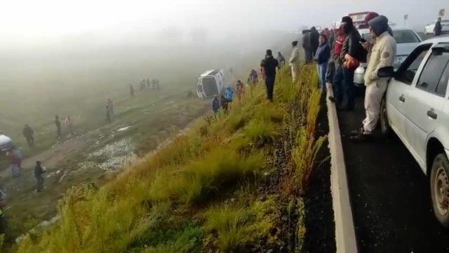 Volcadura de autobús de personal deja más de una docena de heridos en Tetla