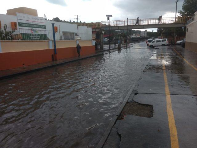 Inundaciones, caída de un árbol y una volcadura, saldo de tromba en Tlaxcala