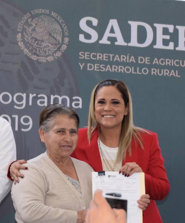 En apoyo a la economía familiar Michaelle Brito implementa campaña de escrituración