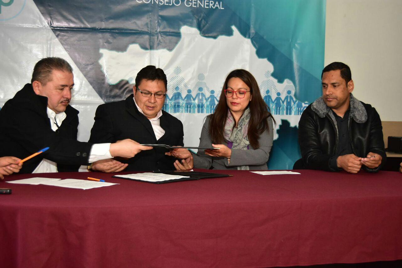 Firman convenio UPET e IAIP para profesionalización del gremio periodístico