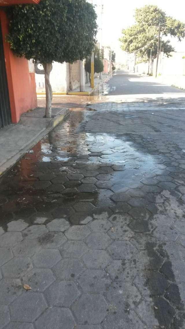 Ayuntamiento de Zacatelco sin atender fuga de agua