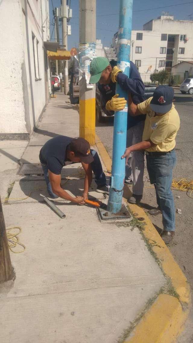 Brindan atención y mantenimiento a red de alumbrado en Apetatitlán y sus comunidades