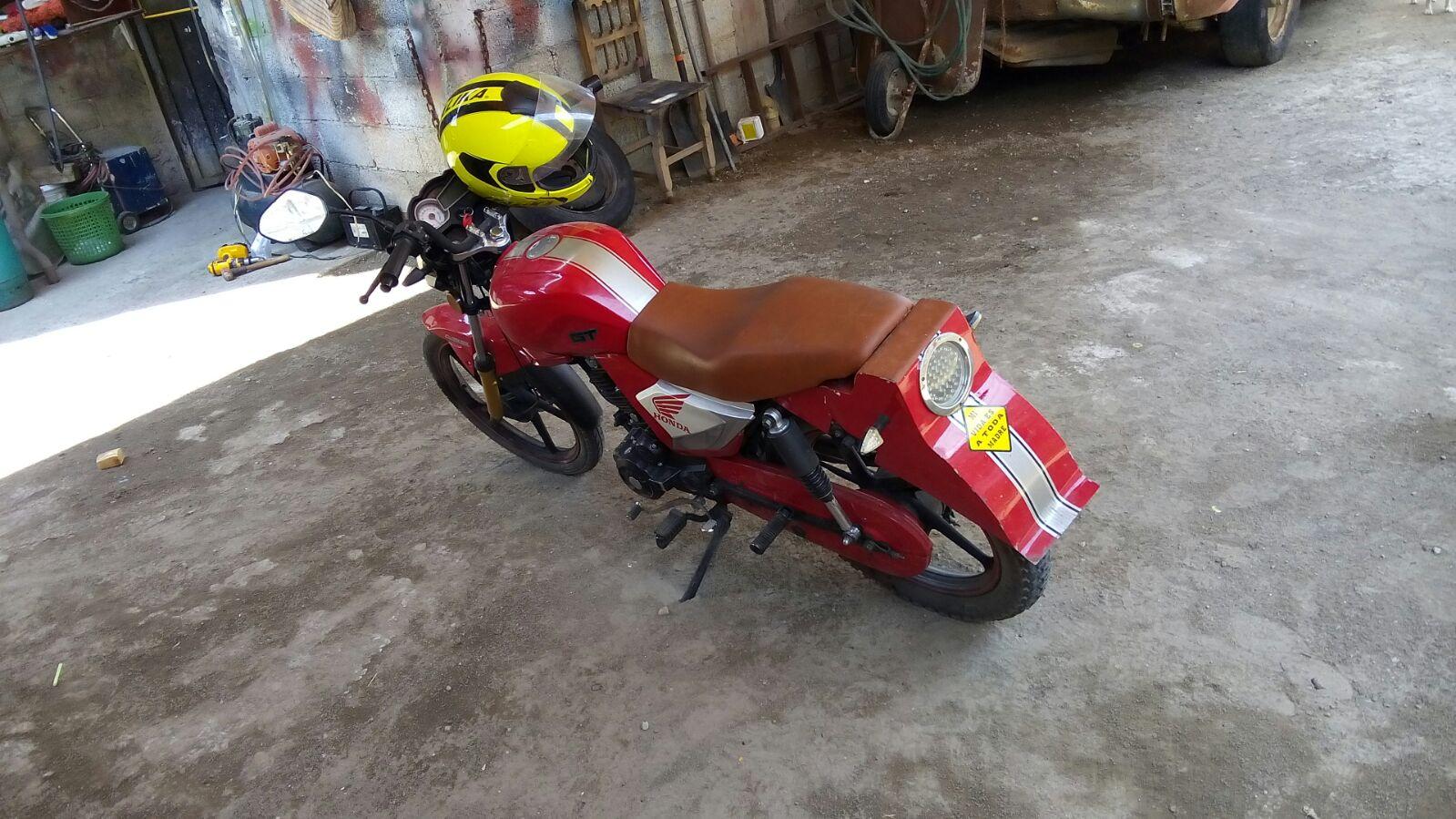 Roban motocicleta frente a domicilio particular