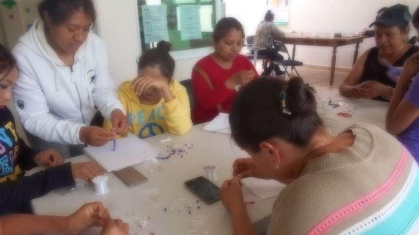 Promueve SMDIF, taller de autoempleo para el desarrollo de las mujeres
