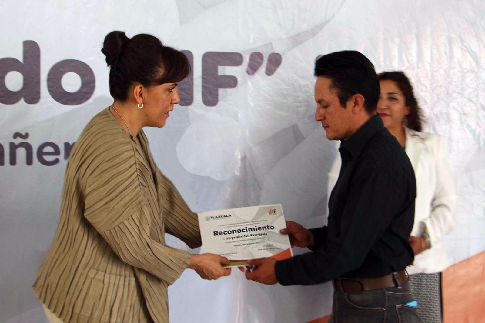 Celebran autoridades de Tlaxcala el día del trabajador DIF