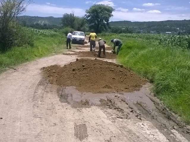 Terminan bacheo de caminos del campo de Texóloc