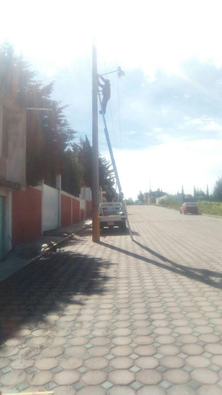 Ayuntamiento de Tzompantepec rehabilita alumbrado público