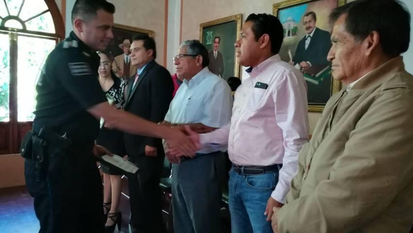 Otorgan becas a policías capitalinos para estudiar carrera profesional