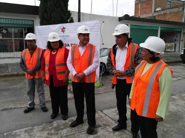 Entrega Héctor Domínguez Rugerio red para drenaje sanitario en Col. Reforma