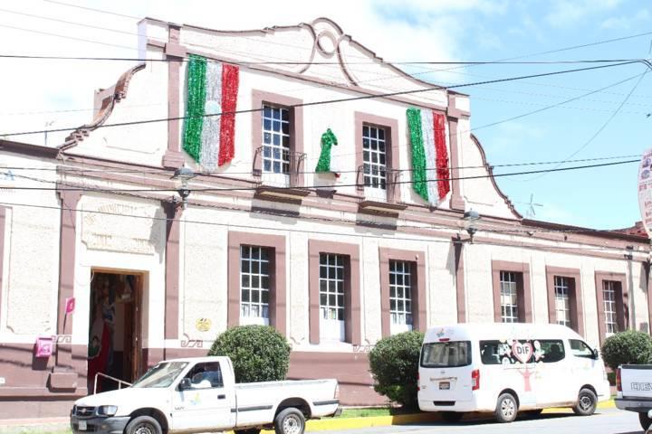SMDIF de Tetla apoya como centro de acopio para damnificados por sismo