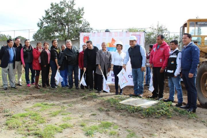 Eleazar Molina Pérez da inicio a construcción de cancha de usos múltiples