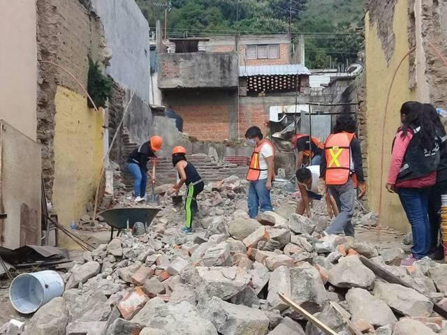 Amaxac se consolida con afectados del sismo entregando víveres
