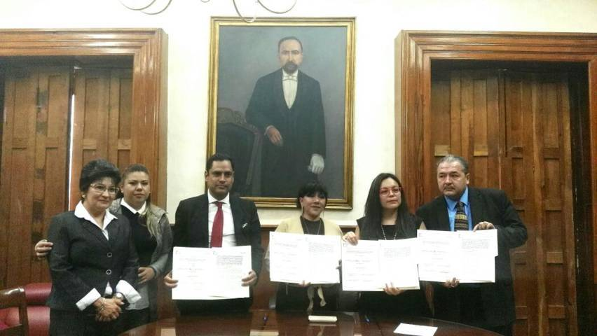 Firman convenio de transparencia y educativo en Ayuntamiento de Tlaxcala