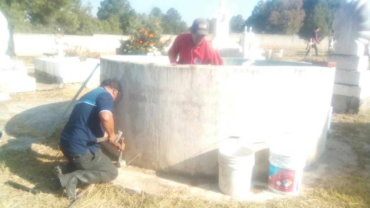 Ayuntamiento realiza de limpieza y lavado de cisterna en el panteón de San Mateo