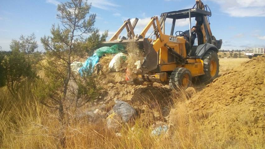 Ayuntamiento mejora la imagen urbana de Tzautla retirando basura