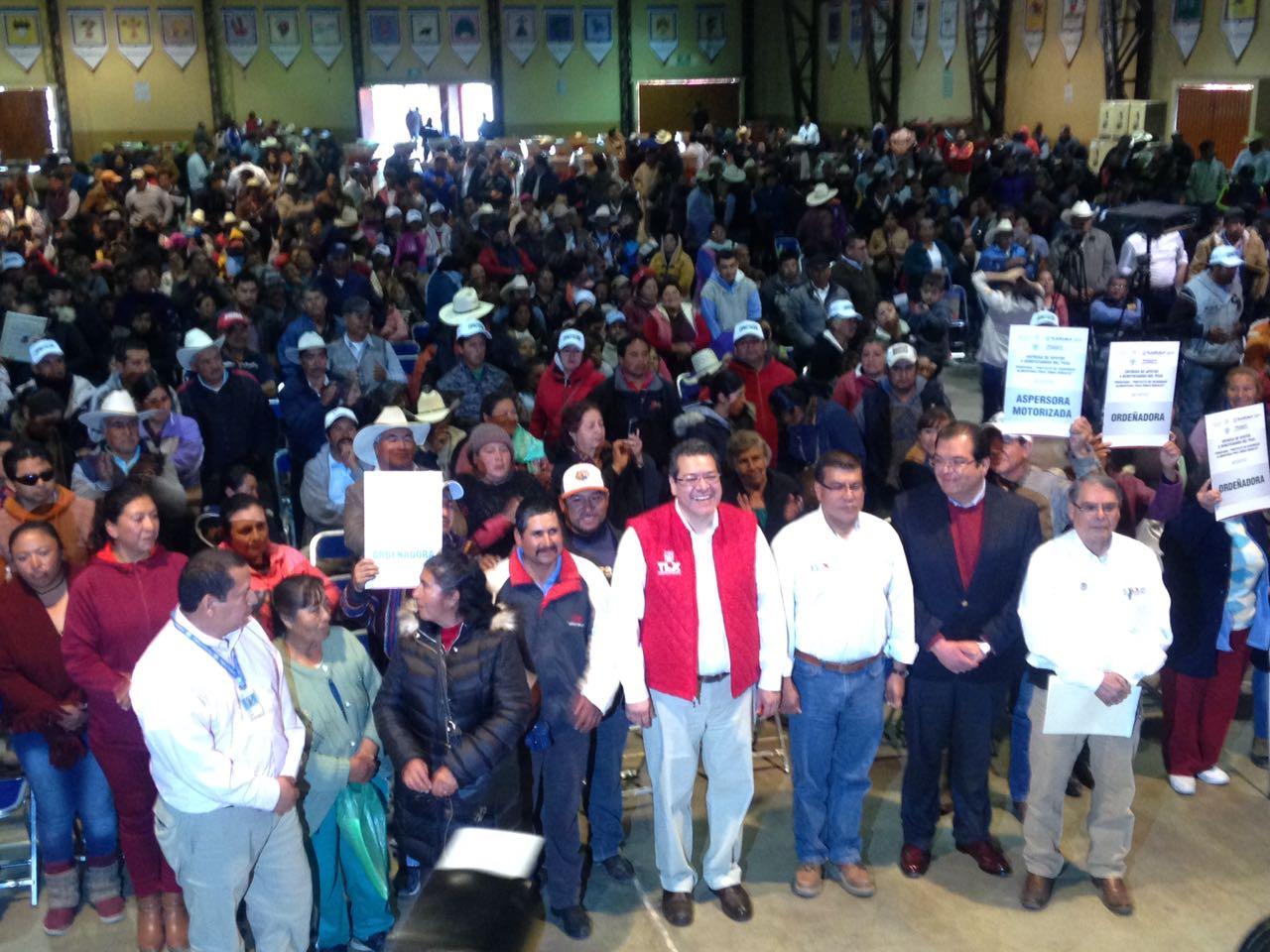 Gobernador entrega más de 300 apoyos de programa alimentario